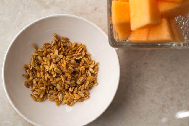 how to make roasted cantaloupe seeds-4964